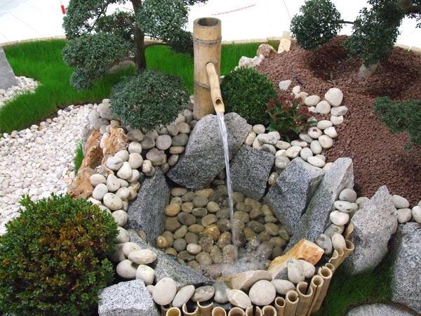 Миниатюрный водоем в японском стиле
