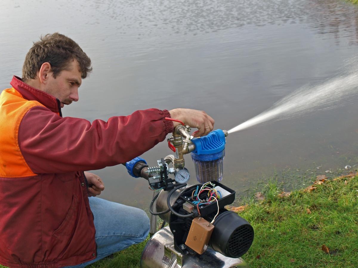 Самовсасывающий насос для воды своими руками