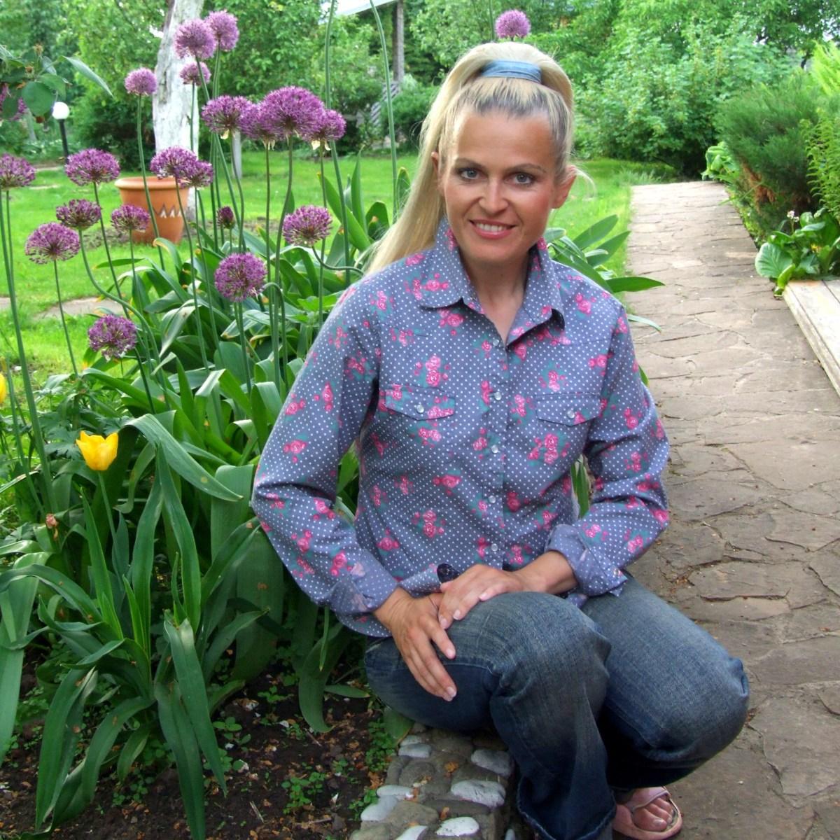 Автор курса - Ольга Воронова, ландшафтный дизайнер, автор книг по садоводству, телеведущая и преподаватель Международной школы дизайна.